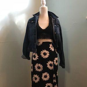 Super cute split panel daisy maxi skirt